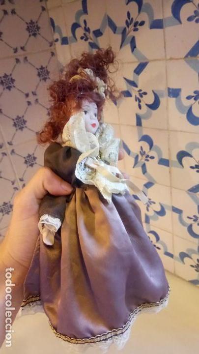 Muñecas Modernas: Antigua muñeca de Europa con precioso vestido . porcelana - Foto 8 - 142781806