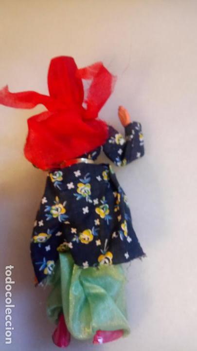 Muñecas Modernas: Antigua muñeca india o del oeste de asia de goma o plastico - Foto 2 - 142782126