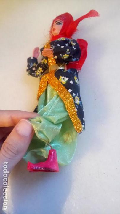 Muñecas Modernas: Antigua muñeca india o del oeste de asia de goma o plastico - Foto 4 - 142782126
