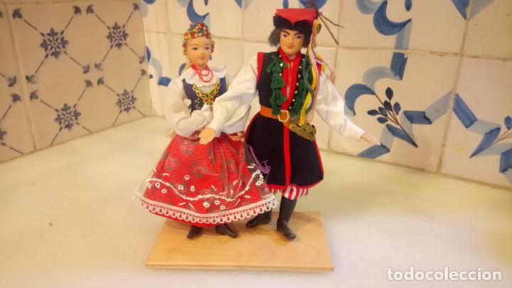 ANTIGUAS MUÑECAS CON VESTIDOS TRADICIONALES (Juguetes - Muñeca Extranjera Moderna - Otras Muñecas)