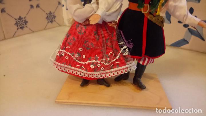 Muñecas Modernas: Antiguas muñecas con vestidos tradicionales - Foto 3 - 142782354