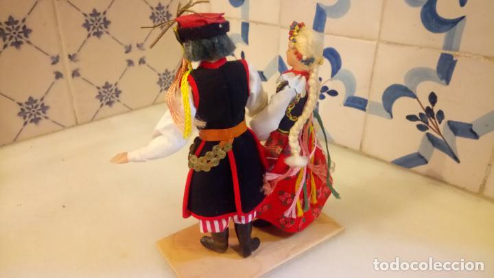 Muñecas Modernas: Antiguas muñecas con vestidos tradicionales - Foto 4 - 142782354