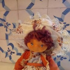 Muñecas Modernas: ANTIGUA MUÑECA DE TRAPO CON VESTIDO TRADICIONAL. Lote 142787062