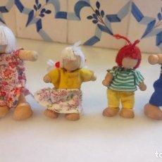 Muñecas Modernas: ANTIGUAS MUÑECAS DE MADERA. FAMILIA DE PELIRROJAS Y RUBIAS . PAREJA DE MUÑECOS. Lote 142787874