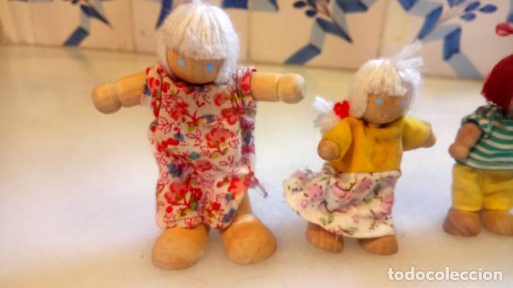 Muñecas Modernas: Antiguas muñecas de madera. Familia de pelirrojas y rubias . pareja de muñecos - Foto 2 - 142787874