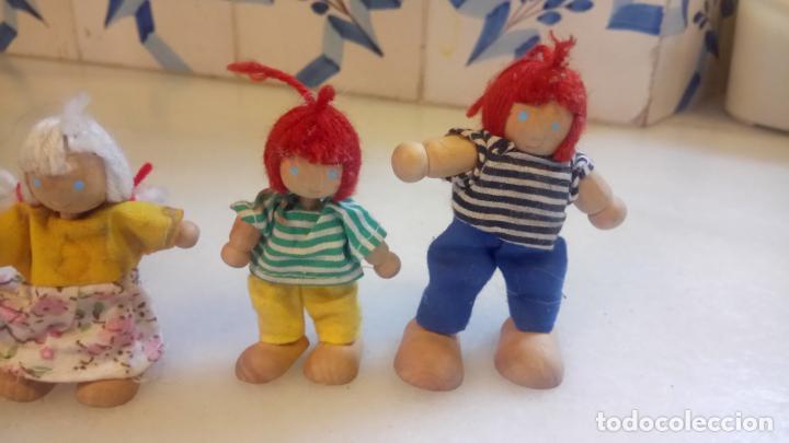Muñecas Modernas: Antiguas muñecas de madera. Familia de pelirrojas y rubias . pareja de muñecos - Foto 3 - 142787874