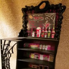 Muñecas Modernas: MUEBLE-BAR MONSTER HIGH. Lote 144954622