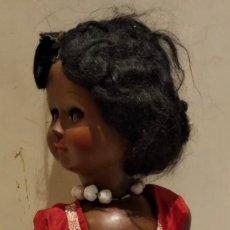 Muñecas Modernas: MUÑECA NEGRA CREO QUE ITALIANA, MARCADA. Lote 147245553