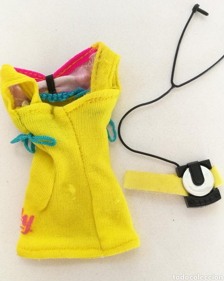Moderne Puppen: Sindy de hasbro hot blades patines vestido amarillo Walkman - Foto 2 - 147778800
