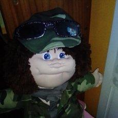 Muñecas Modernas: MUÑECO ESTILO CABBAGE , MUÑECA TODA DE TELA ROPA SOLDADO MILITAR. Lote 150291885