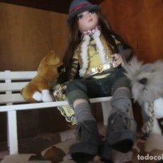 Muñecas Modernas: MUÑECA ELLOWYNE DE TONNER + BANCO + 2 PERRITOS+ HOJAS OTOÑALES PARA EL SUELO. Lote 83188616