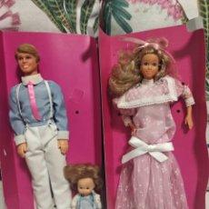 Muñecas Modernas: FAMILIA CORAZON. PAPA , MAMA Y BEBE. EN CAJA ORIGINAL. Lote 150965592