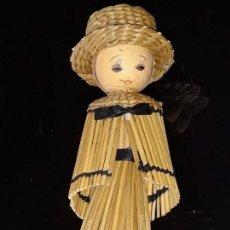 Muñecas Modernas: MUÑECA DE MADERA Y PAJA TRENZADA. Lote 151371782