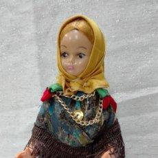 Muñecas Modernas: MUÑECA DE PLÁSTICO CON TRAJE TRADICIONAL. Lote 151708130