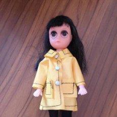 Muñecas Modernas: SUSIE SAZ DOLL. MORENA. ROPA ORIGINAL. NORTEAMERICANA DE LOS AÑOS 60. MARGARET KEANE.. Lote 152370490