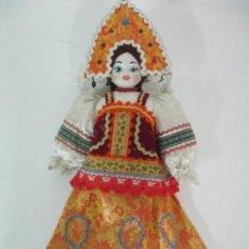 Muñecas Modernas: MUÑECA TRADICIONAL RUSIA - CABEZA Y MANOS DE CERÁMICA - VESTIDO TÍPICO - 46 CM ALTURA. Lote 154906586