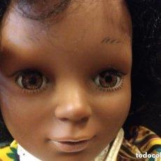 Muñecas Modernas: ANTIGUA MUÑECA ITALIANA FURGA NEGRA UNOS 63 CM DE ALTO OJO FIJO. Lote 155573146
