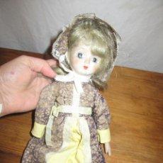Muñecas Modernas: MUÑECA DE PORCELANA. Lote 156891230