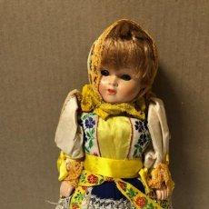 Muñecas Modernas: ANTIGUA MUÑECA ETNICA VESTIDA DE RUSA CON TRAJE COMPLETO. ¿CELULOIDE? 30 CM. VER FOTOS.. Lote 161980778