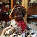 Muñecas Modernas: MUÑECA DE PORCELANA/CERÁMICA O SIMILAR, PINTADA A MANO CON VESTIDO ORIGINAL - 25CM. Lote 169263504
