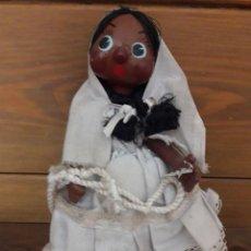 Muñecas Modernas: MUÑECA DE PASTA Y TELA NEGRA, MIDE 26 DE ALTO. Lote 169529068