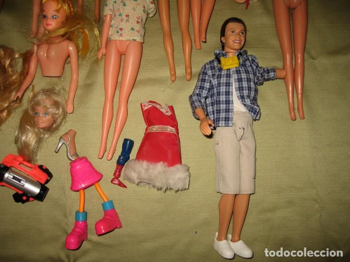 Muñecas Modernas: LOTE DE 25 PARTES DE MUÑECAS Y OTROS OBJETOS DE FIGURAS - Foto 5 - 169794856