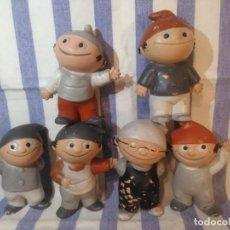 Muñecas Modernas: MUY RARA COLECCIÓN DE SEIS MUÑECOS DE GOMA ANTIGUOS,MIDEN 12 CM. Lote 171552163