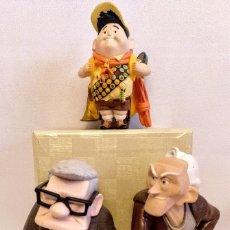 Muñecas Modernas: 3 MUÑECOS DE LA PELICULA UP DE DISNEY PIXAR,VINILO DURO. Lote 174159904