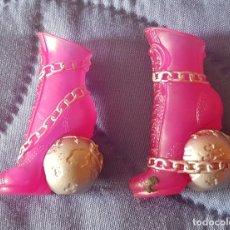 Muñecas Modernas: == ZP01 - ZAPATOS DE LA MONSTER HIGH. Lote 195385335