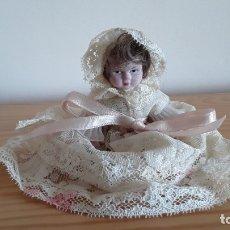 Muñecas Modernas: MUÑECA DE PORCELANA . Lote 179331700