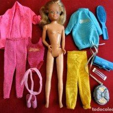 Muñecas Modernas: MUÑECA SKIPPER HONG KONG 1978 HERMOSA CABELLERA, 2 VESTIDOS + COMPLEMENTOS. Lote 180010041