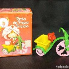 Muñecas Modernas: TARTA FRESA TRICICLO. Lote 181807930