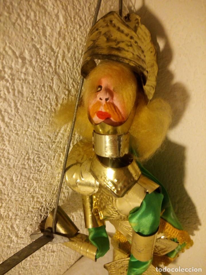 Muñecas Modernas: Antiguo soldado medieval de madera tejidos y latón marioneta. - Foto 2 - 189643857