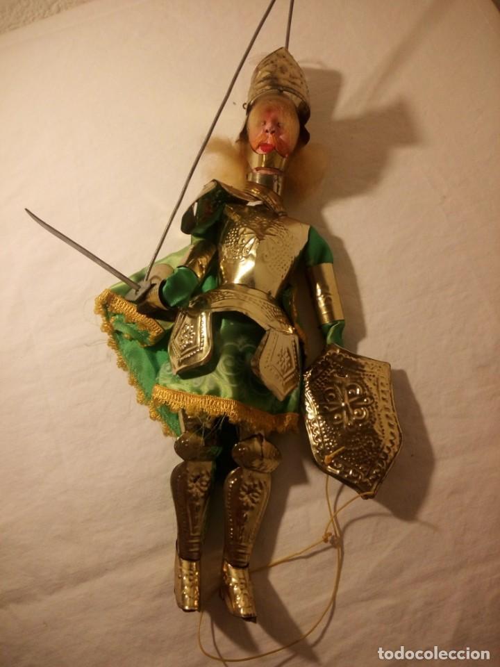 Muñecas Modernas: Antiguo soldado medieval de madera tejidos y latón marioneta. - Foto 4 - 189643857