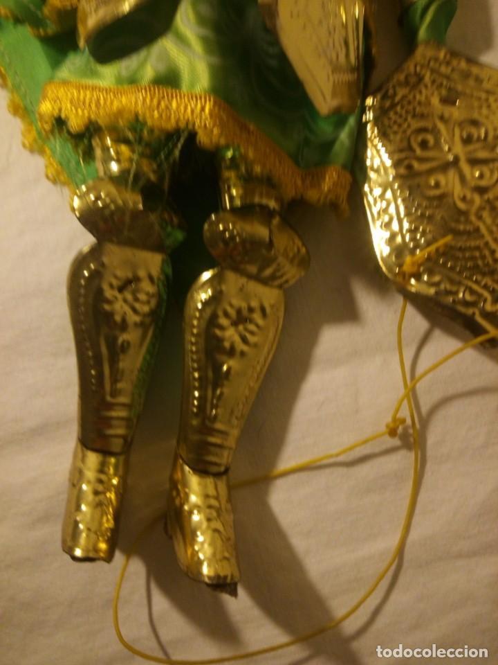 Muñecas Modernas: Antiguo soldado medieval de madera tejidos y latón marioneta. - Foto 5 - 189643857