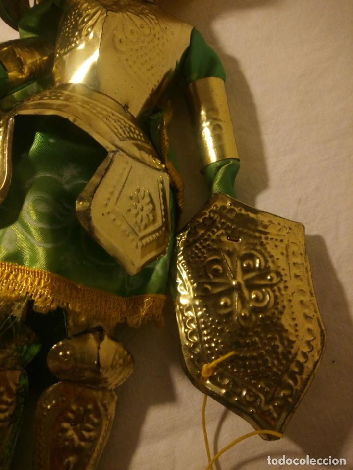Muñecas Modernas: Antiguo soldado medieval de madera tejidos y latón marioneta. - Foto 8 - 189643857