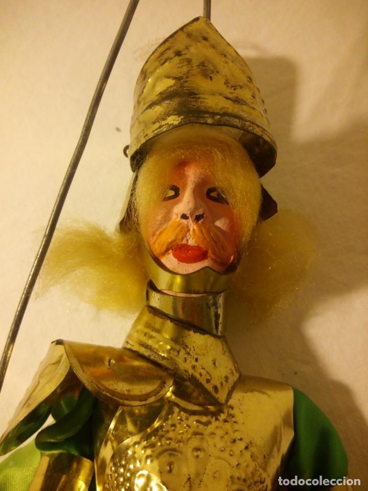 Muñecas Modernas: Antiguo soldado medieval de madera tejidos y latón marioneta. - Foto 9 - 189643857