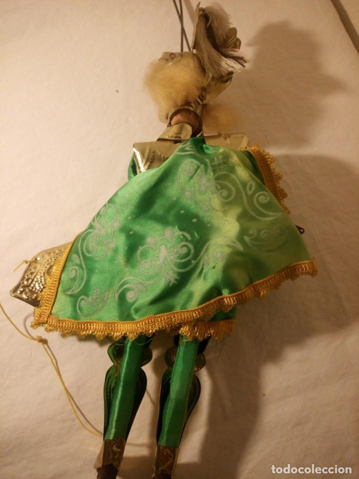 Muñecas Modernas: Antiguo soldado medieval de madera tejidos y latón marioneta. - Foto 10 - 189643857