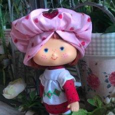 Muñecas Modernas: PRECIOSA MUÑECA TARTA DE FRESA EN SU CAJA NUEVA ORIGINAL. Lote 190722412