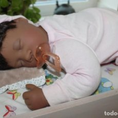 Muñecas Modernas: FIRST BORN (DARK SKIN GIRL), COLECC. LEE MIDDLETON ORIGINAL DOLLS. Lote 191199366