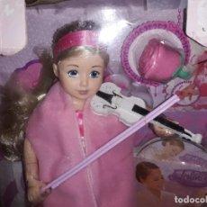 Muñecas Modernas: JOLINA APRENDIENDO MUSICA TOCA EL VIOLÍN Y LA FLAUTA COMPLETAMENTE NUEVA ZAPF CREATION ALEMANIA 2011. Lote 191990595