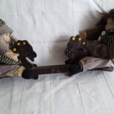 Muñecas Modernas: ANTIGUOS MUÑECOS DE BARRO Y TRAPO EN BALANCIN. Lote 193812005