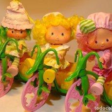 Muñecas Modernas: TARTA DE FRESA SET TRICICLO CON MUÑECAS 1979 (STRAWBERRY SHORTCAKE BERRY CYCLE). Lote 194637755