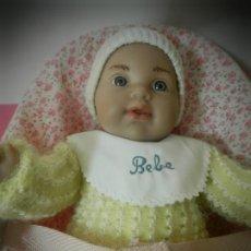 Muñecas Modernas: MUÑECO BEBE MINI MIMITOS VESTIDO COMPLETAMENTE IMPECABLE CON CUQUITO. UN PRIMOR. Lote 195301786