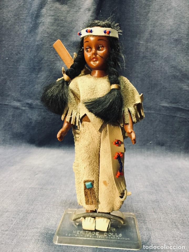 MUÑECA INDIA DORMILONA HERITAGE DOLLS SUNBELL REMO VESTIDO ANTE 20X7CMS (Juguetes - Muñeca Extranjera Moderna - Otras Muñecas)