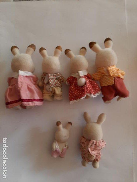 Muñecas Modernas: Sylvanian Families, lote de figuras Familia Conejo de Chocolate más bebe conejo y conejita - Foto 2 - 195383546