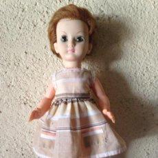 Muñecas Modernas: MUÑECA MARCA BELLA FABRICADA EN FRANCIA 37 CM ROPA NO ORIGINAL. Lote 197166813