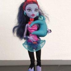 Bambole Moderne: MUÑECA MONSTER HIGH ~ JANE BOOLITTLE, CON MASCOTA (MATTEL). Lote 202607417