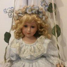 Muñecas Modernas: PRECIOSA MONECA PARA COLECION NO BALOISSO HECHA DE PORCELANA CUERPO DE PANO OJOS DE MARGARITA. Lote 204773107