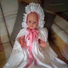 Muñecas Modernas: ANTIGUO MUÑECO BEBE RATI MADE IN ITALY CON TRAJE DE BAUTIZO.PRECIOSO.. Lote 206465436
